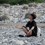 Den som är utan synd ska kasta första stenen på sin nästa